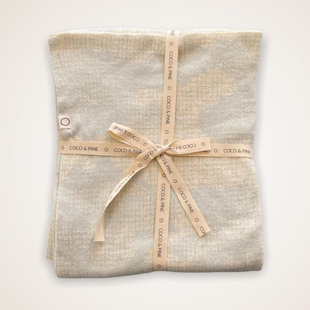 Coco & Pine - Dekentje ecru/lichtgroen Knitted Collection